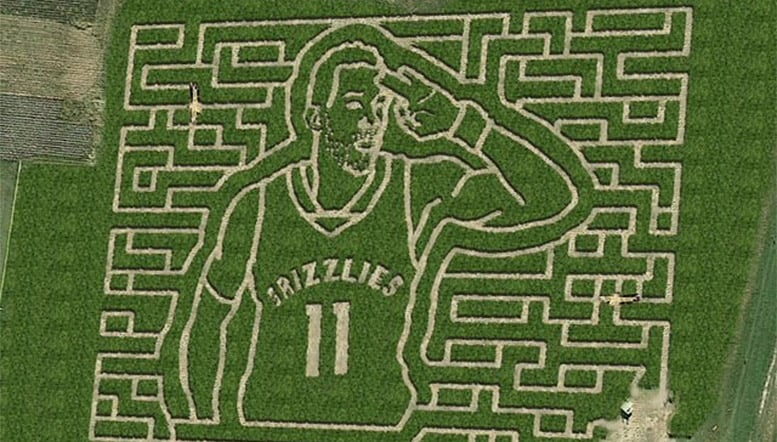 Conley-photo-at-mid-south-maze