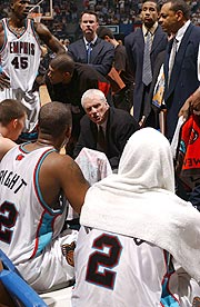 Hubie Brown calls the Grizzlies into a huddle.