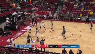 Crawford drains 3-pointer to end third quarter