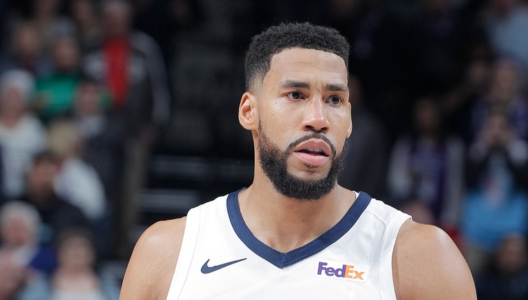 Garrett Temple #17 of the Memphis Grizzlies looks on