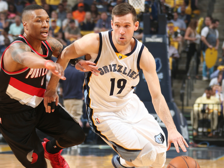 Grizzlies lead series over Blazers, 1-0
