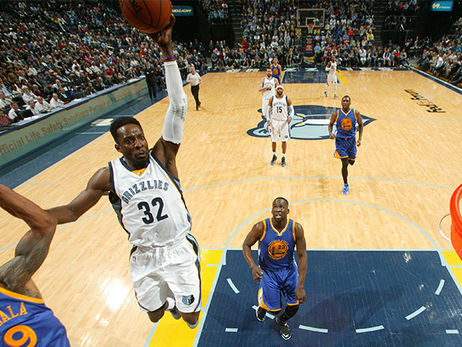 Warriors hand Grizzlies tough loss at home