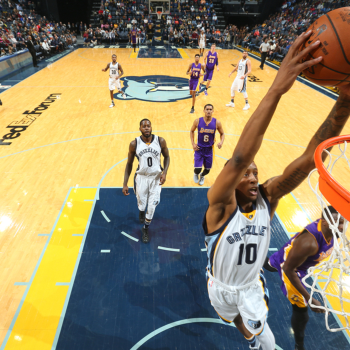 Daniels scores career-best 31 to lead Grizzlies past Lakers