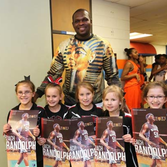 Zach Randolph gives holiday food baskets to local families