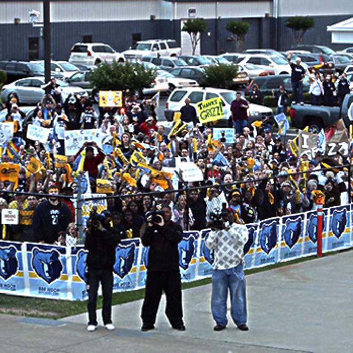 Grizz fans greet team at airport