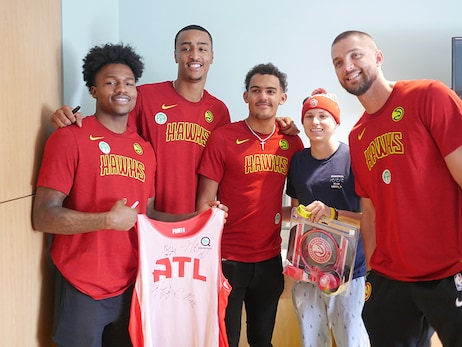 Hawks Spend Afternoon Visiting at Children's Healthcare of Atlanta