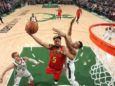 Hawks Rally But Come Up Short Against Bucks