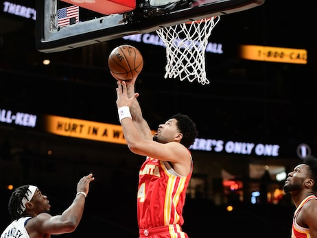 Hawks Fall to Spurs at Home