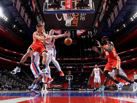 Hawks Drop Contest To Pistons