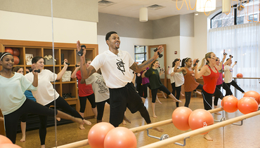 Bazemore Hosts Barre Class For #GiveThanksChallenge And NBA FIT Week