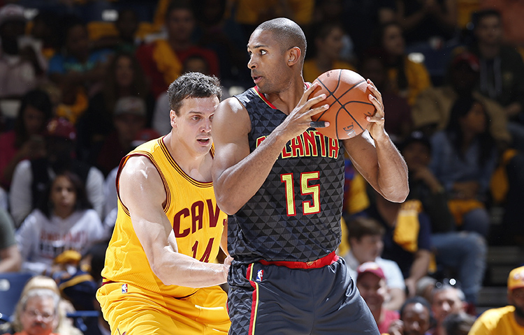 6 Cool-Looking Game Photos Of The Hawks New Gray Uniforms bf89302b9
