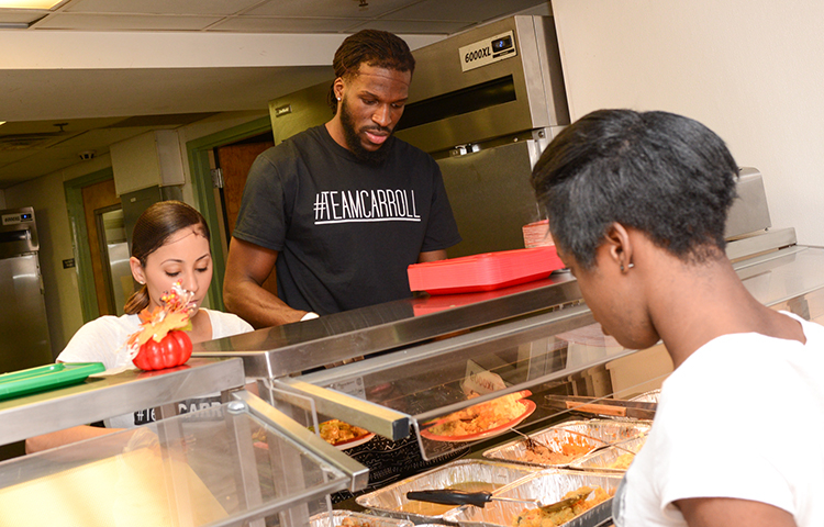 DeMarre Carroll Hosts Thanksgiving Dinner at Genesis Shelter