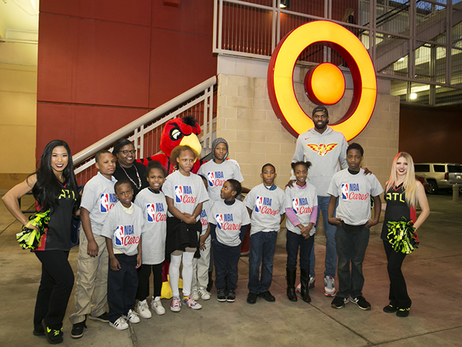 Dewayne Dedmon Takes 10 Local Kids On Holiday Shopping Spree