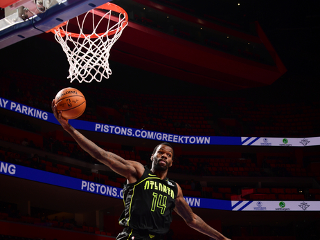 Top Photos of the 2017-18 Season: Dewayne Dedmon