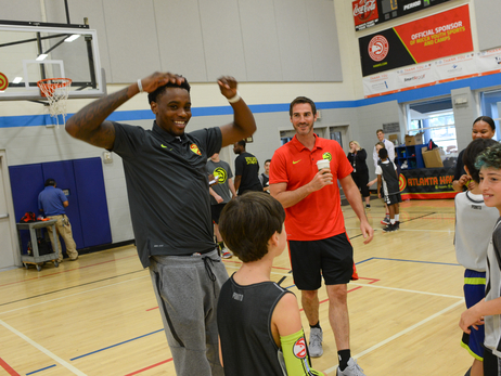 Antonius Cleveland Surprises Jr. Hawks Campers
