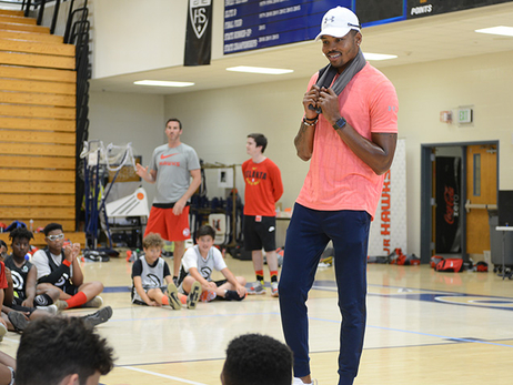 Jr. Hawks Treated By Kent Bazemore