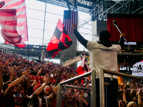 Collins Rallies Atlanta United Fans With Golden Spike