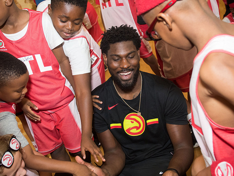 Poythress Spends Afternoon With Kids At Jr. Hawks Camp