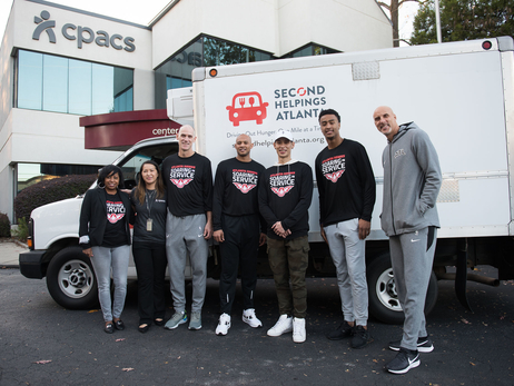Hawks Give Back For Thanksgiving Holiday