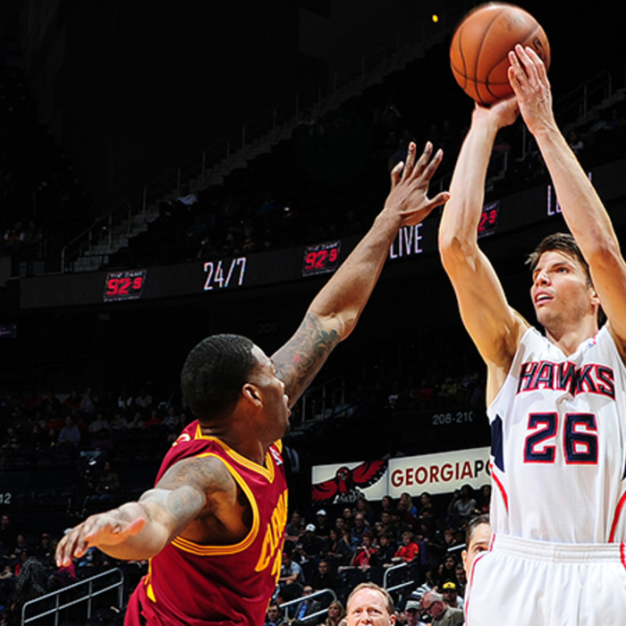 Kyle Korver makes it 90 straight games with a made 3 to set an NBA record.