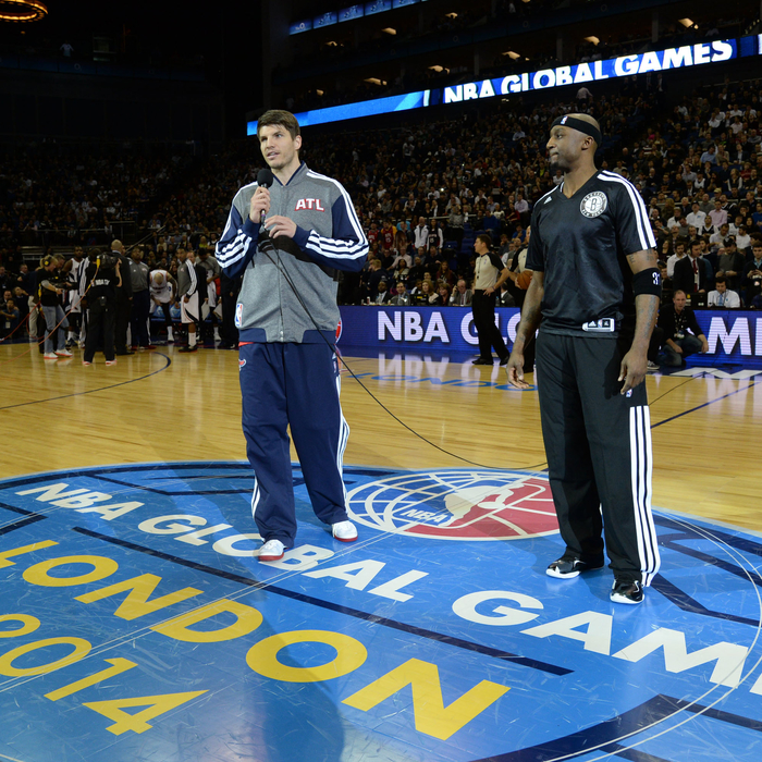 Hawks Kyle Korver and Nets Jason Terry thanking the huge crowd in London 02 Aren