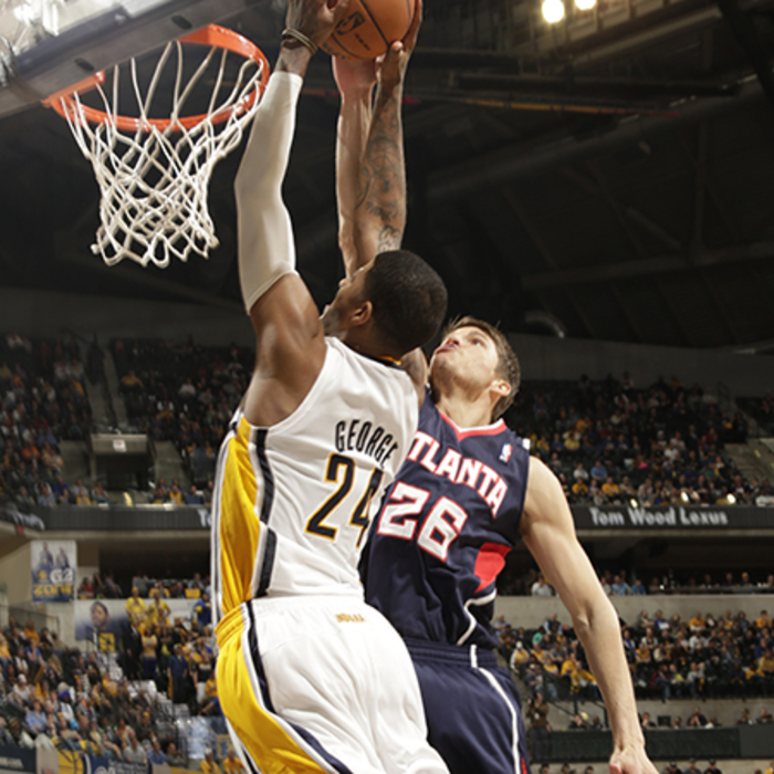 Kyle Korver defends a dunk attempt by Paul George.