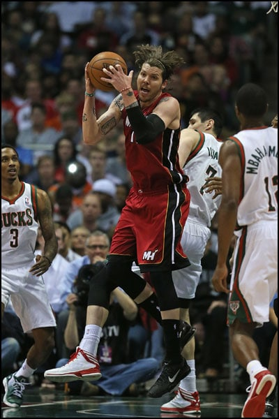 Mike Miller grabs a rebound against the Milwaukee Bucks