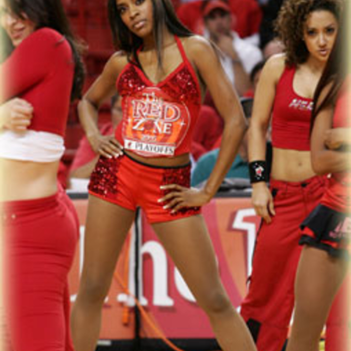 Photogallery 2004-05: HEAT Dancer Maisha