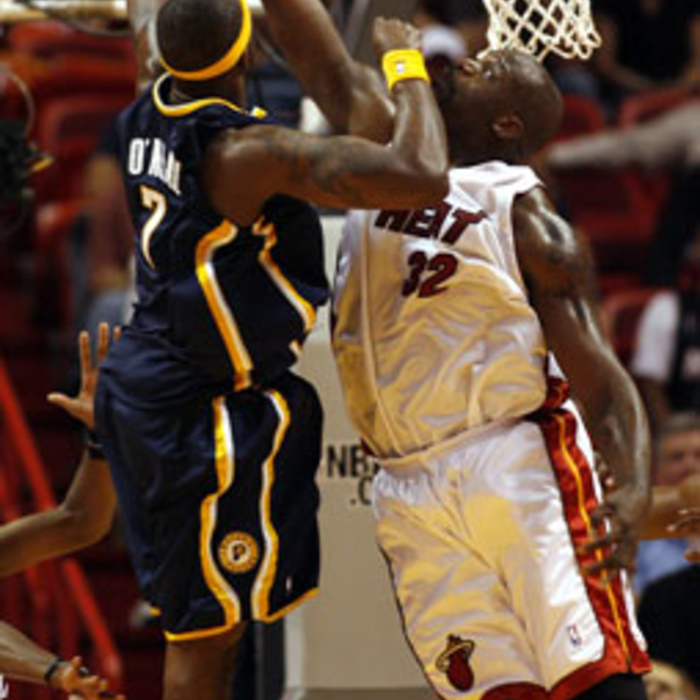 Photogallery 2006-07: April 13 vs Indiana Pacers