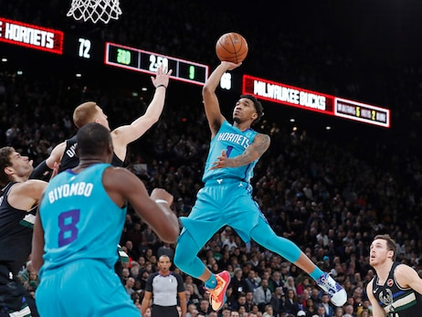 Monk Scores Career-High 31, Hornets Fall to Bucks in Paris