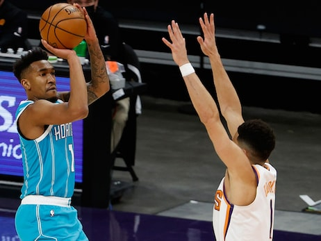 Hornets Rally From 17 Down, Escape Phoenix with a Win