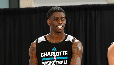 Charlotte Hornets Sign Guard Dwayne Bacon