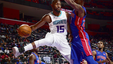 Hornets Roll to Road Win in Detroit