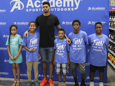 Lamb, Big Brothers Big Sisters Spend Afternoon at Academy Sports + Outdoors