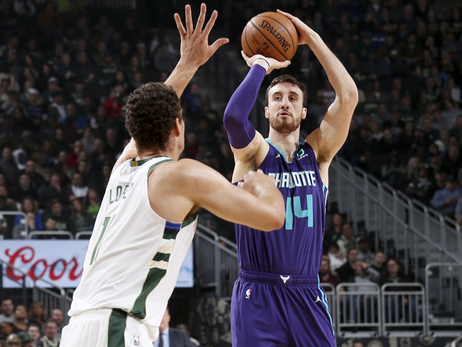 Hornets Start Strong, Fade in 2nd Half to Bucks