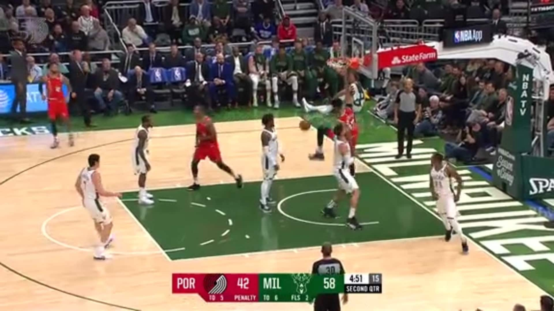 Skal Labissière yams one on the Bucks