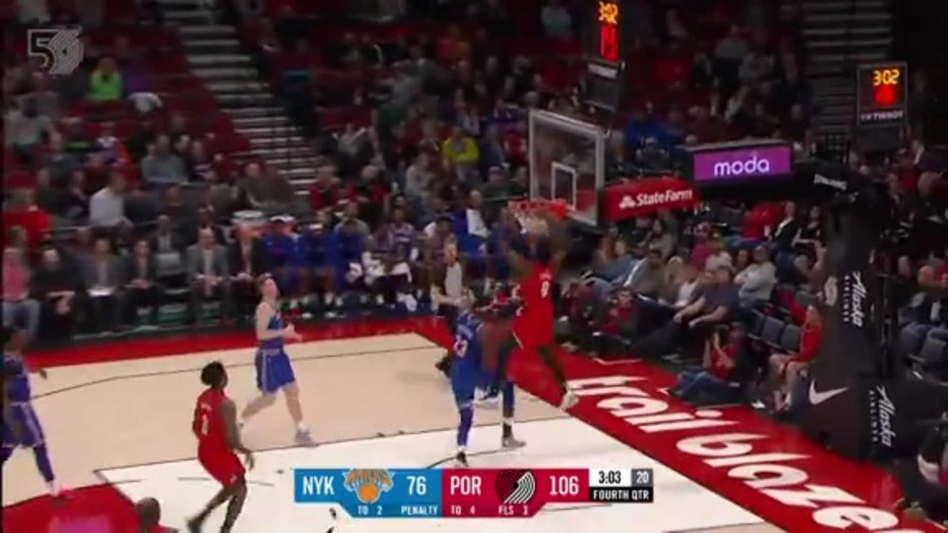 Anfernee Simons finds Nassir Little for the long-distance alley oop