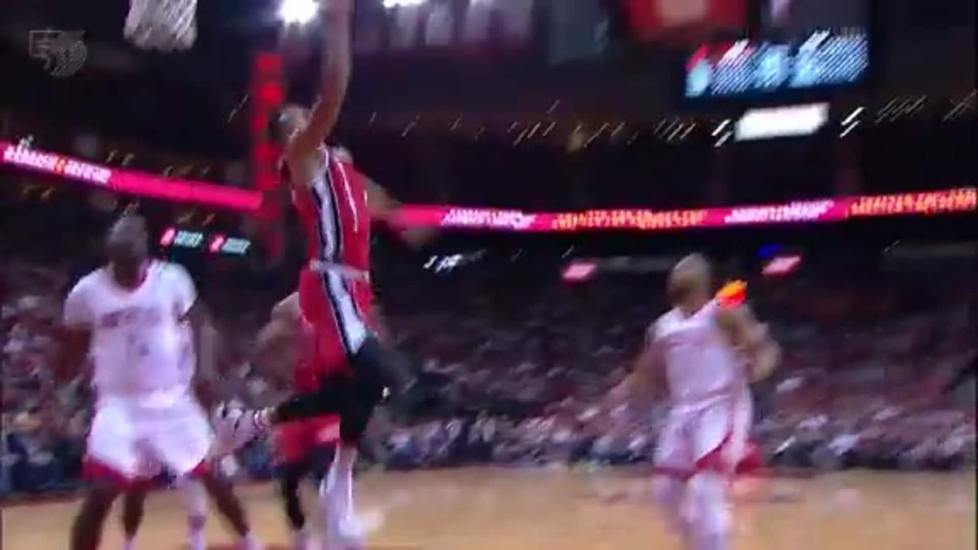 CJ McCollum finds his way to the rim and finishes on the reverse