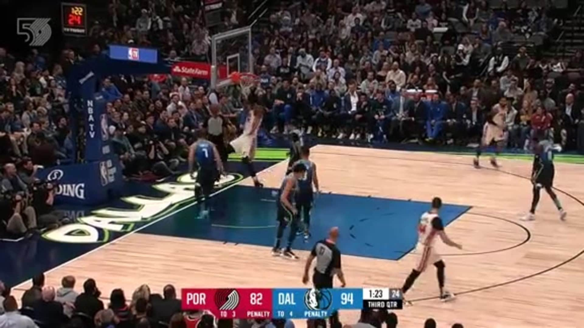 Hassan Whiteside with the big dunk in Dallas