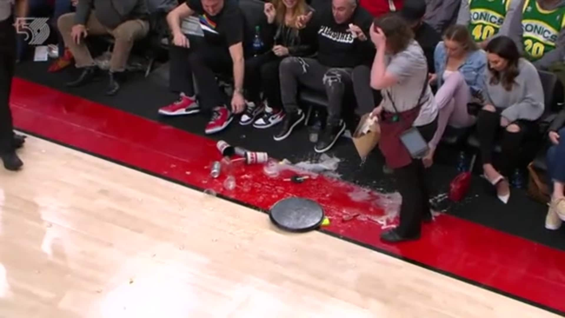 Full tray of drinks gets spilled courtside