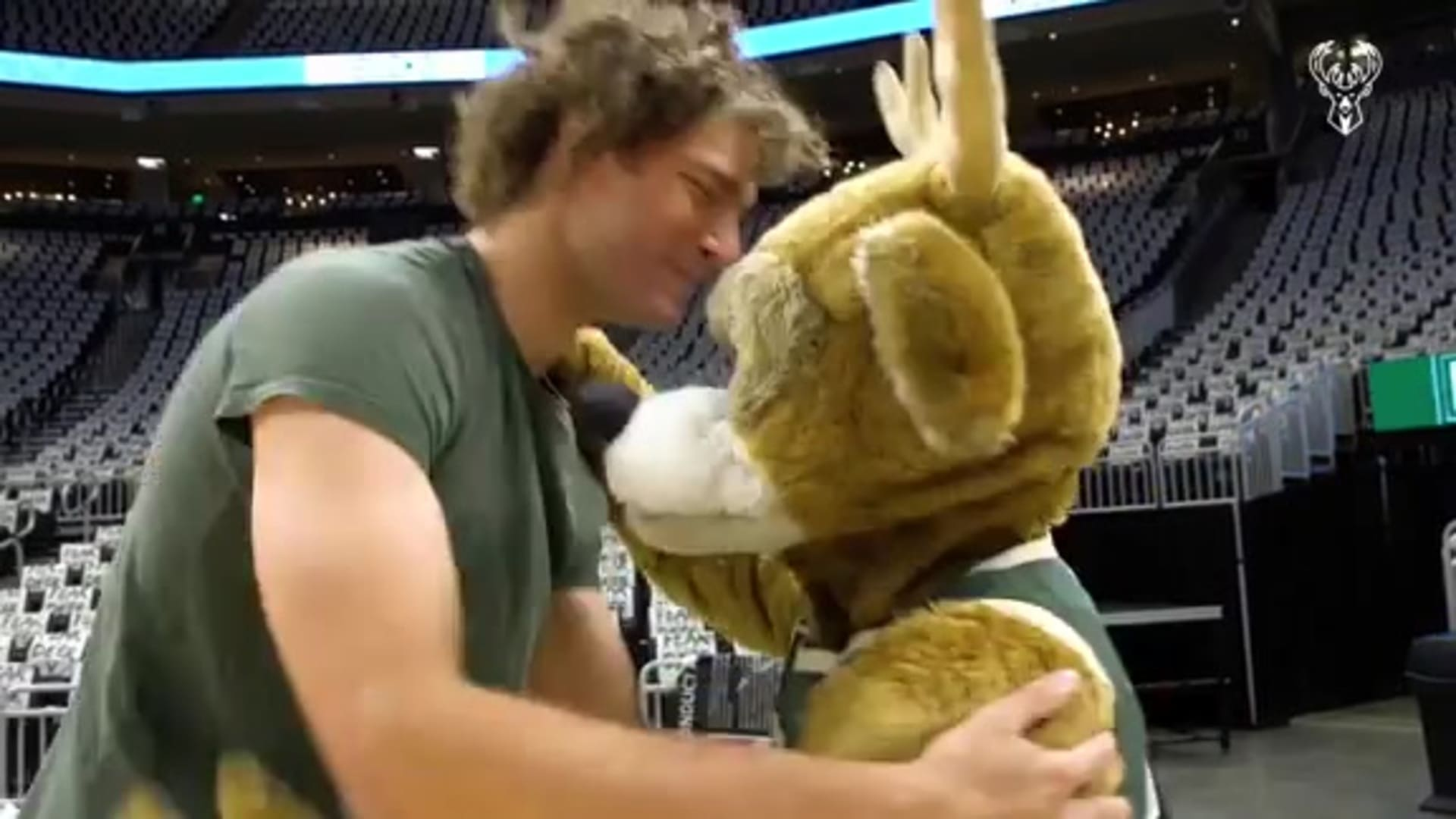 Robin Lopez and Bango Offically Become Best Friends