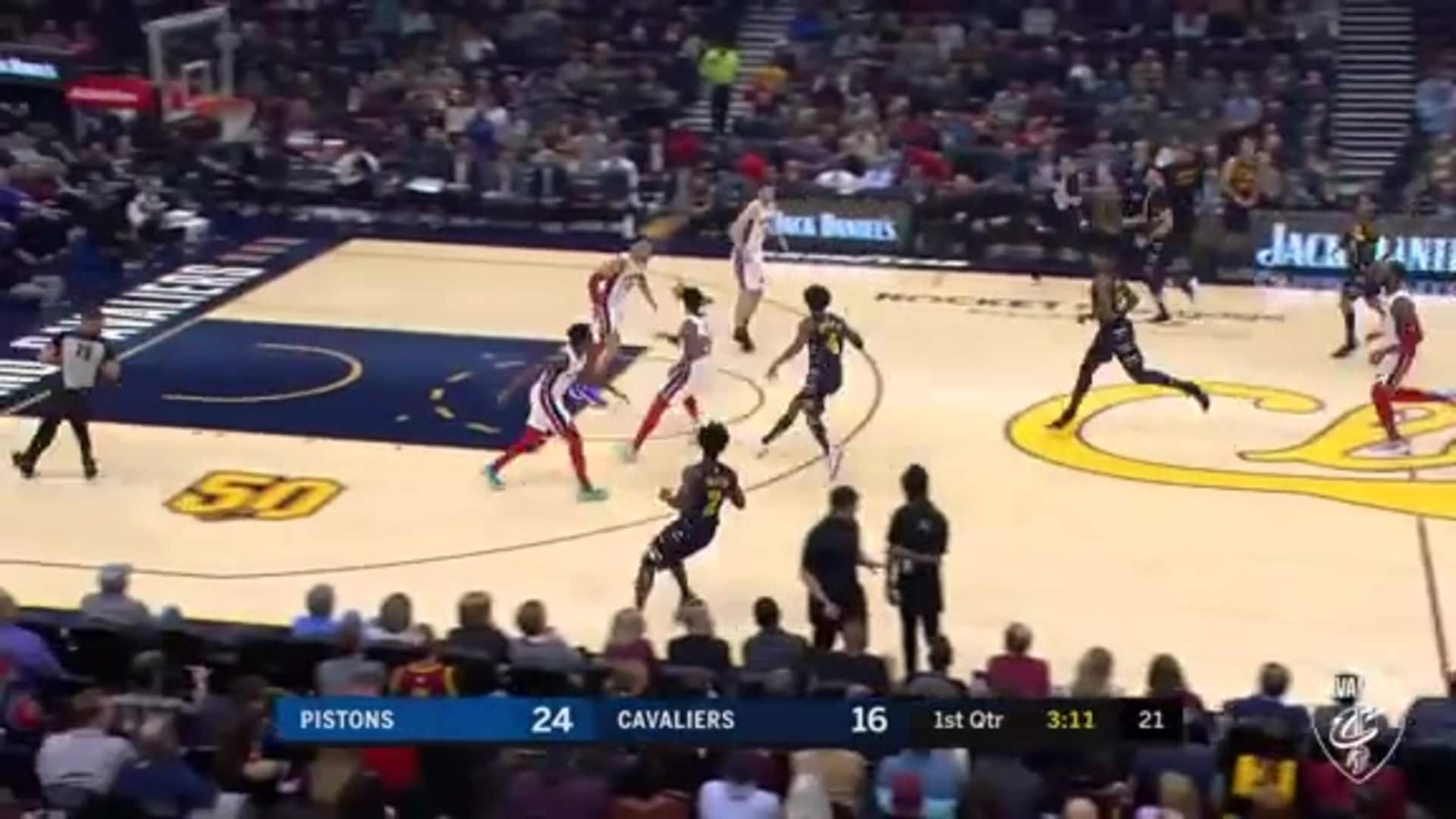 Kevin Porter, Jr. Pushes the Pace, JC Knocks Down a Three