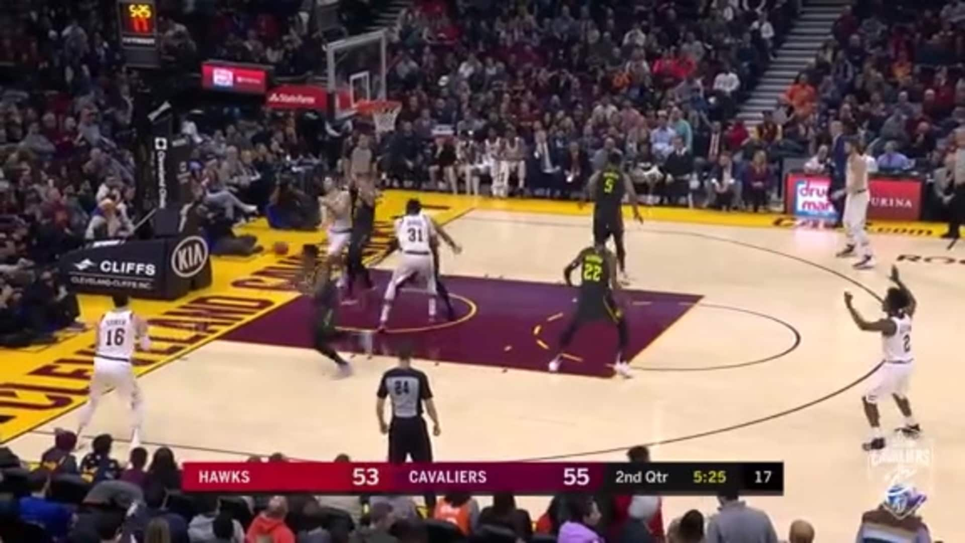 Delly Hits Cedi with the Baseline Dime