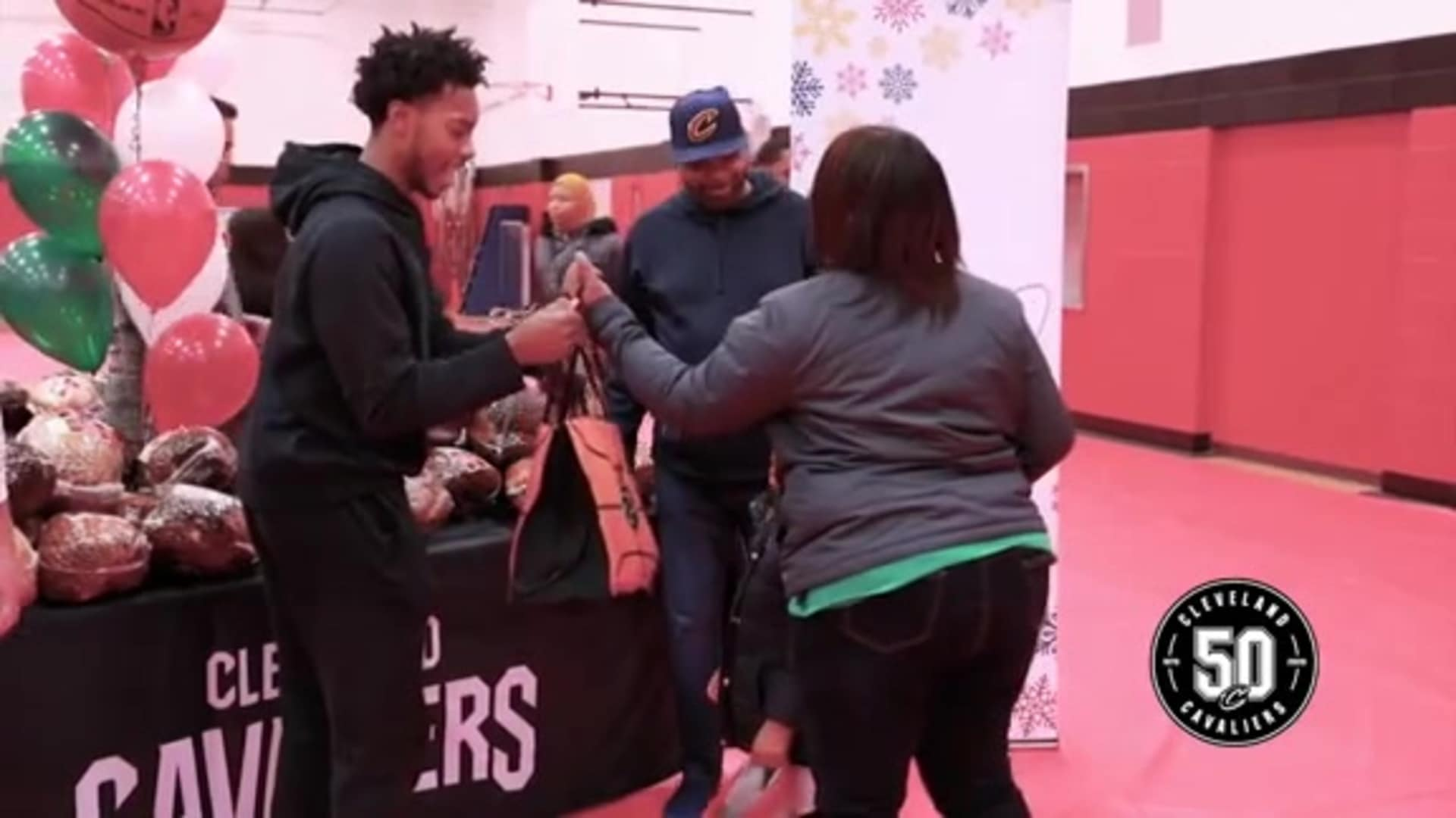 Cavs Give Back During the Holidays