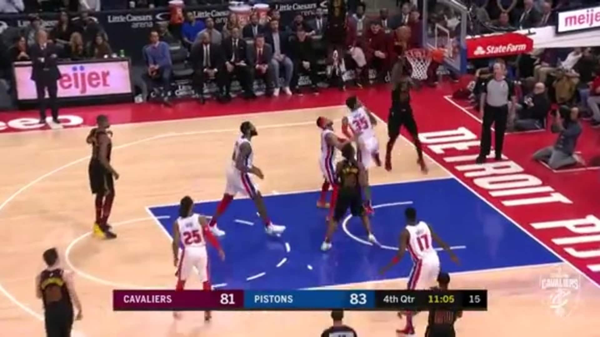 McKinnie Scores Tough Backet Off Delly's Feed