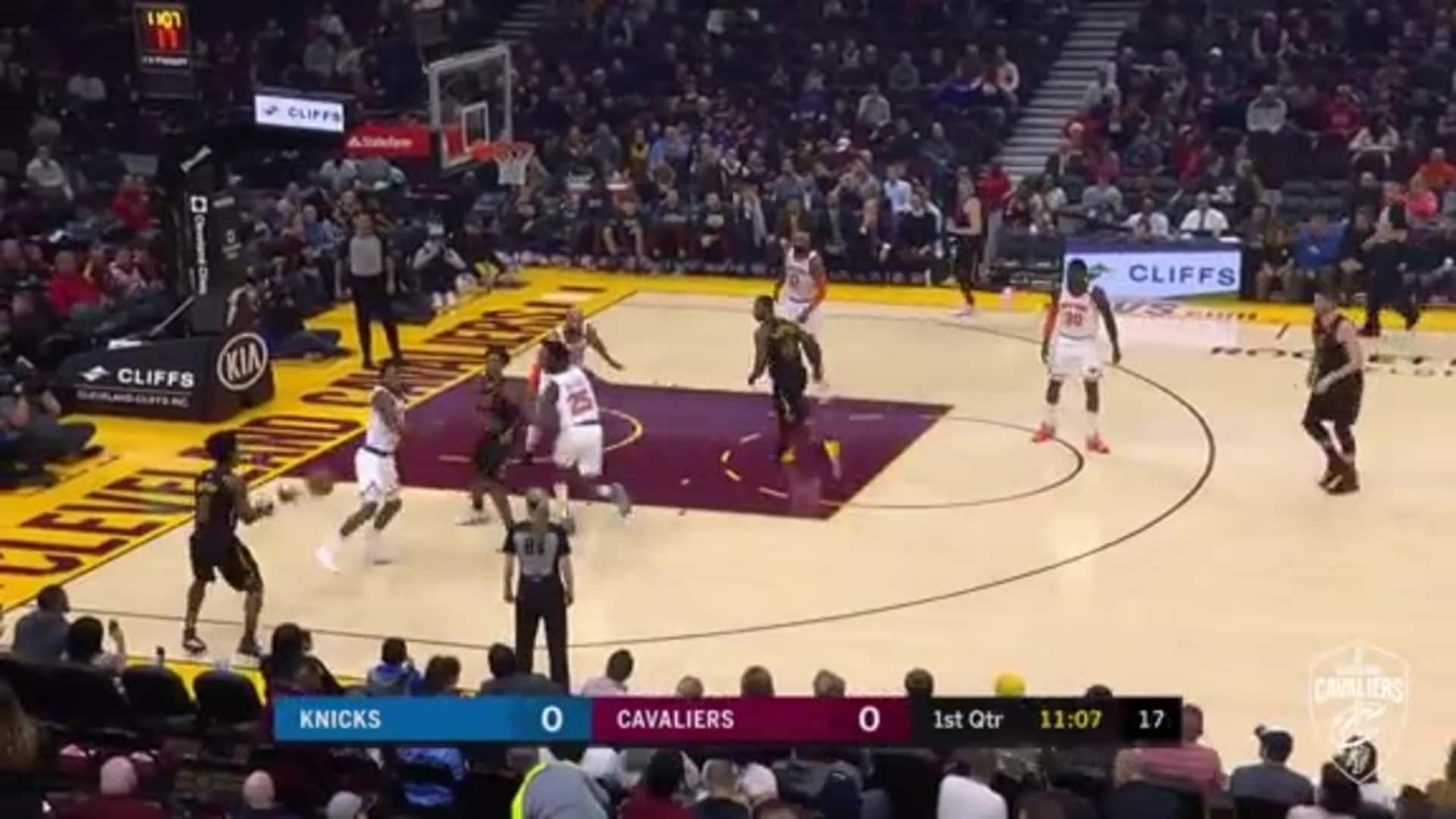 Sexton Gets Insides & Hits Tough Lay-Up