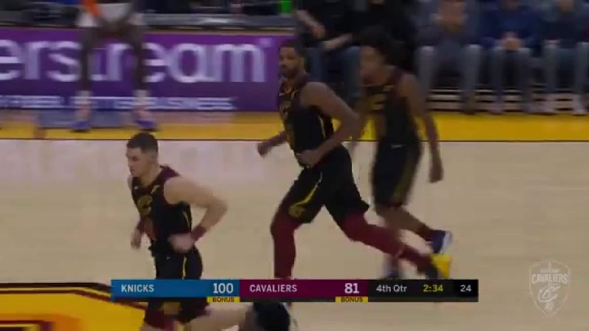 Mooney Finds Thompson for Late Dunk