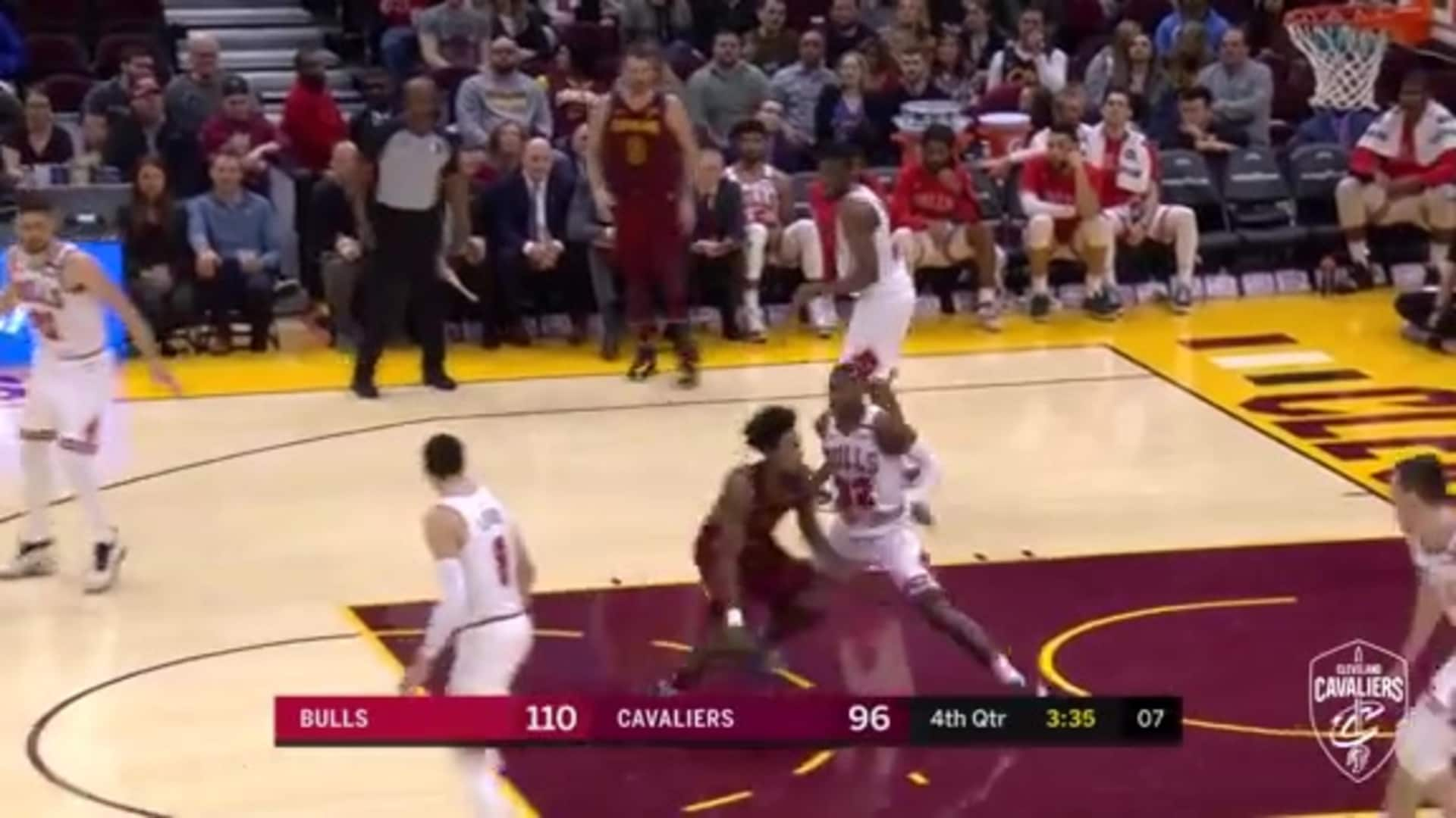 Sexton's No-Look Pass Sets up Nance's Basket