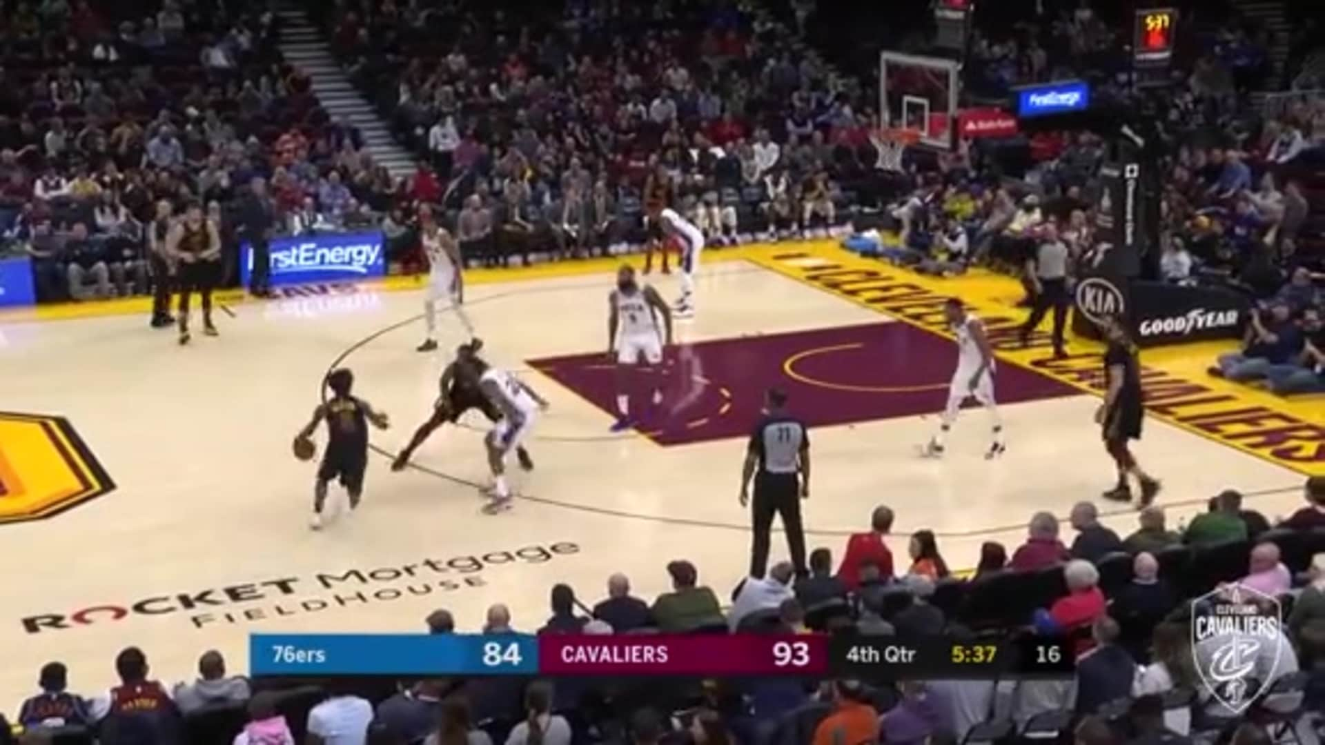 Thompson, Sexton Hit Big Time Shots in the Fourth
