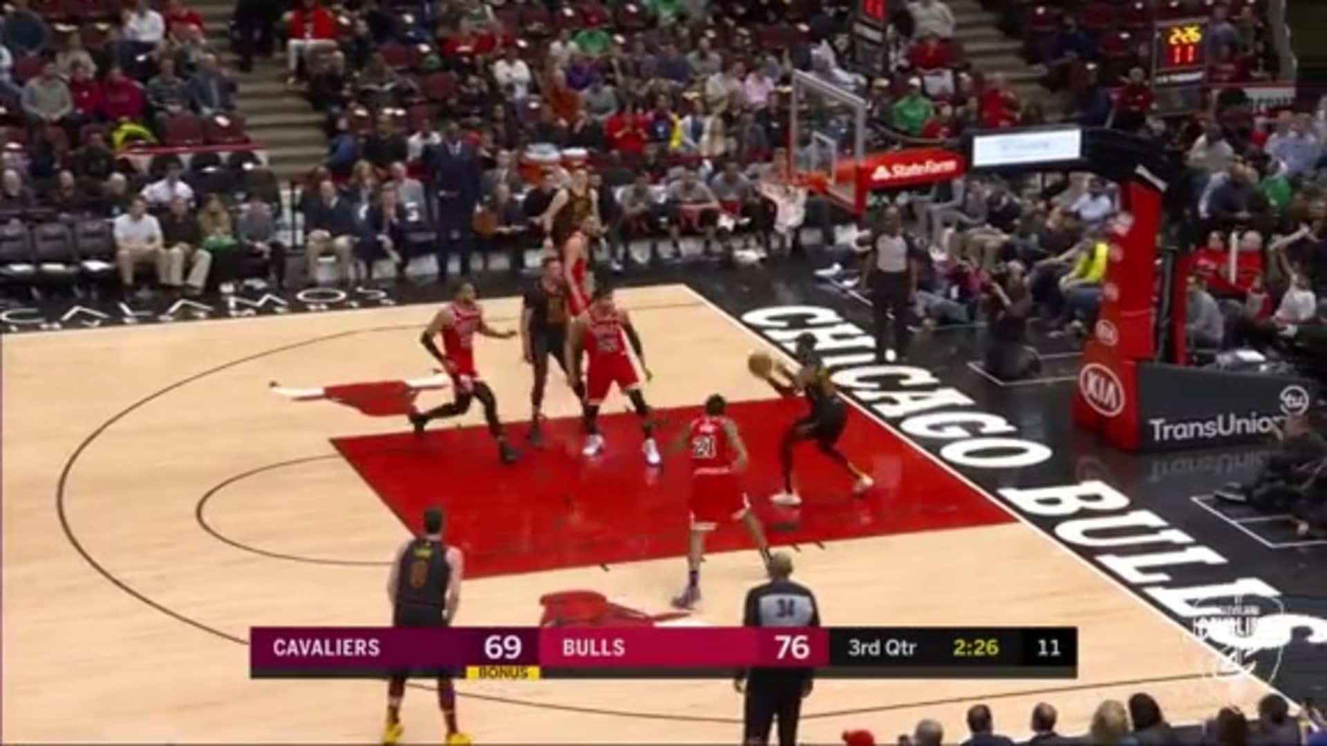 Nance Passes to McKinnie for Easy Dunk